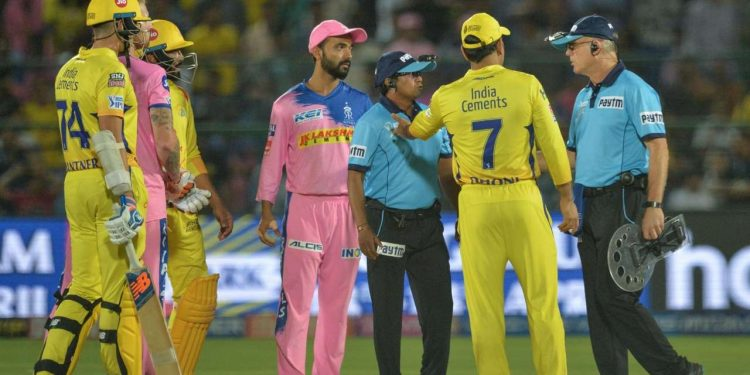 An angry Dhoni entered the field of play, which certainly isn't allowed as per rule and took the umpire head-on.