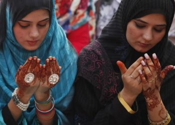 Muslim women attend a mass prayer for Eid al-Adha in Lahore October 6, 2014. Muslims across the world celebrate the annual festival of Eid al-Adha, which marks the end of the annual Haj pilgrimage, by slaughtering goats, sheep, cows and camels in commemoration of the Prophet Abraham's readiness to sacrifice his son to show obedience to Allah. Eid al-Adha in Pakistan falls on October 6. REUTERS/Mohsin Raza (PAKISTAN - Tags: RELIGION SOCIETY) - GM1EAA6195S01