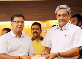 Vishwajit Rane (left) with the late Manohar Parrikar, former Chief Minister of Goa.