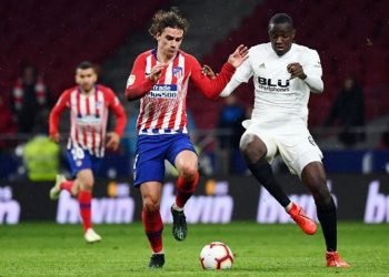 Antoine Griezmann (L) scored the second goal for Atletico Madrid against Valencia, Wednesday