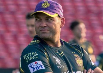 Kolkata Knight Riders coach Jacques Kallis said that if he was the selector, he would pick Karthik.