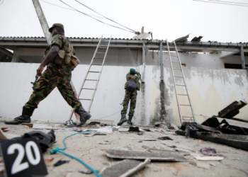 Security personnel at the site of gun battle between troops and suspected Islamist militants, on the east coast of Sri Lanka, in Kalmunai, Saturday