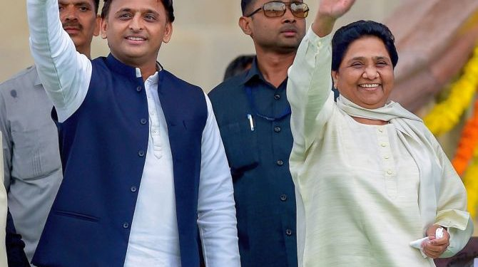 Bengaluru: Samajwadi Party leader Akhilesh Yadav with Bahujan Samaj Party leader Mayawati wave at the crowd during the swearing-in ceremony of JD(S)-Congress coalition government, in Bengaluru, on Wednesday. (PTI Photo/Shailendra Bhojak) (PTI5_23_2018_000199B)