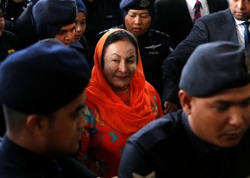 Malaysia's Rosmah Mansor faces coming out of a Kuala Lumpur court. (REUTERS)