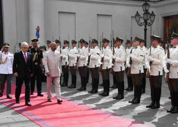 Santiago: President Ram Nath Kovind inspecting the Guard of Honour along with his Chilean counterpart Sebastian Pinera during a welcoming ceremony at La Moneda presidential palace in Santiago, Chile, Monday, April 1, 2019. (RB Photo/PTI)
