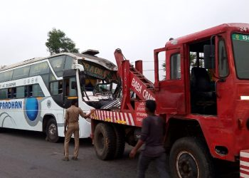 15 hurt as bus collides with truck