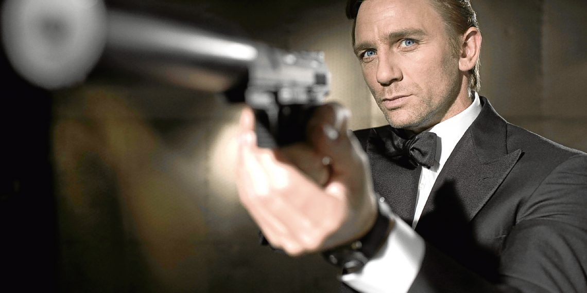 DANIEL CRAIG Character(s): James Bond Film 'JAMES BOND: CASINO ROYALE' (2006) Directed By MARTIN CAMPBELL 14 November 2006 SSI35821 Allstar/UNITED ARTISTS/COLUMBIA PICTURES (Casino Royale, UK/USA/CZ/DE/BHS 2006) **WARNING** This Photograph is for editorial use only and is the copyright of UNITED ARTISTS/COLUMBIA PICTURES and/or the Photographer assigned by the Film or Production Company & can only be reproduced by publications in conjunction with the promotion of the above Film. A Mandatory Credit To UNITED ARTISTS/COLUMBIA PICTURES is required. The Photographer should also be credited when known. No commercial use can be granted without written authority from the Film Company.