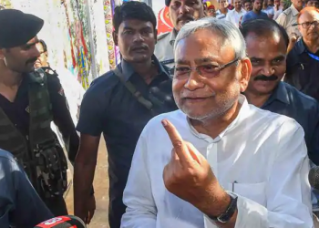 Bihar Chief Minister Nitish Kumar shows his finger marked with indelible ink after casting vote at a polling station during the seventh phase of Lok Sabha elections, in Patna