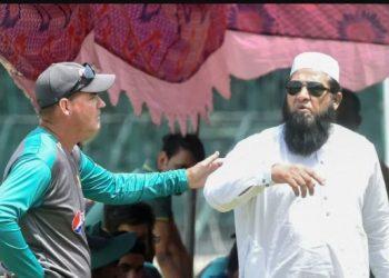 Coach Mickey Arthur (L) and chief selector Inzamam-ul-Haq