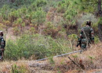 Thursday's ceasefire violation by the Pakistan Army comes nearly after a fortnight of calm on the LoC. (Image: PTI)