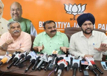 Vikram Randhawa (C) and other BJP leaders talk to the media, Thursday