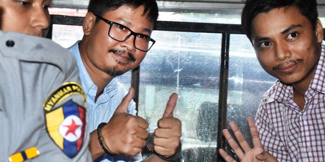 Wa Lone (L) and Kyaw Soe Oo
