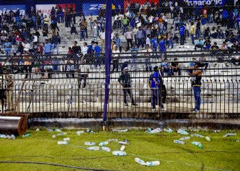 Representatives of fans associations of six IPL franchises will hold a round table conference in Hyderabad, leading to the signing of 'Hyderabad Declaration' on plastic waste management at sports venues.