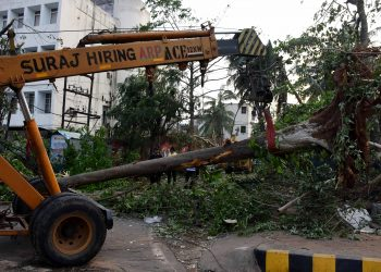 Removal of debris is being carried out at quick pace to facilitate the movement of traffic