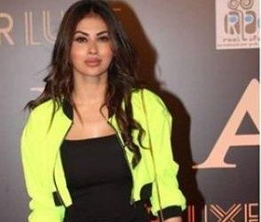 Fans mercilessly troll Mouni Roy for her 'plastic surgery'
