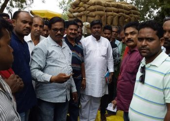 Summer paddy unsold; farmers block road