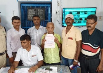 Rly ticket tout held; Rs 3.92L seized