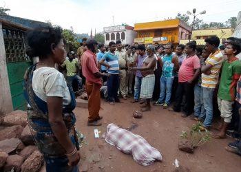 Dumper runs over minor boy; locals block road