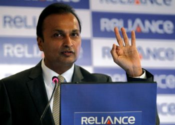 Anil Ambani, chairman of the Reliance Anil Dhirubhai Ambani Group, speaks during a news conference in Mumbai January 16, 2011. Ambani said on Sunday neither he nor his Reliance Infra and Reliance Natural Resources units had any current plans to buy companies but added they could do so through an open offer if needed. REUTERS/Danish Siddiqui (INDIA - Tags: BUSINESS) - RTXWMLZ