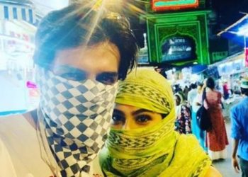 Kartik, Sara cover faces and visit mosque to celebrate Eid