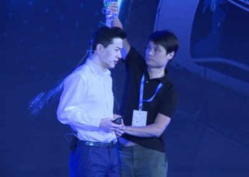 Man pours cold water over Baidu chief's head at AI event