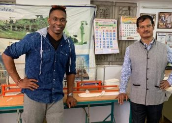 Inspired by the work of Muruganantham, an entrepreneur who developed cost-efficient sanitary napkins, Bravo chose to meet him during a private visit to the city.