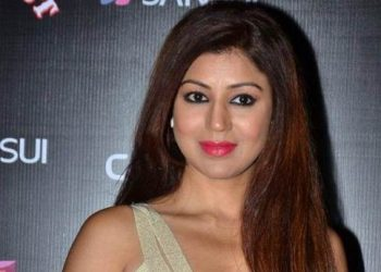 'Ramayan' actress flaunts bikini on TV for the first time; See pics