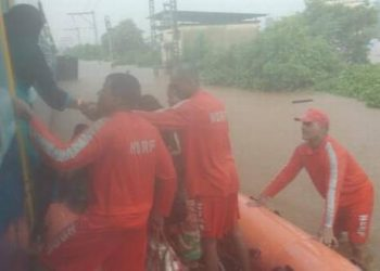 Following an SOS from the Maharashtra government to the Defence authorities, at least two helicopters, including a Seaking and a MI17, with relief material and personnel were despatched from Mumbai to the site.