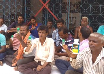 Paddy MSP not paid, farmers protest with poison in hands
