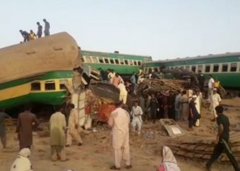 The Quetta bound Akbar Express collided with the stationary freight train at the Walhar Railway Station in Sadiqabad Tehsil of the province.