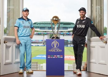 The two captains with the trophy.