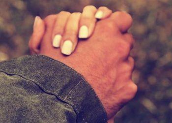 #Relationshipgoals: Deepika, Ranveer hold hands in new image