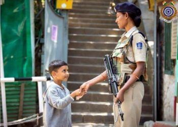 Adorable photo of Kashmiri child shaking hands with CRPF personnel wins hearts