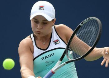 Ashleigh Barty in action against Maria Sharapova