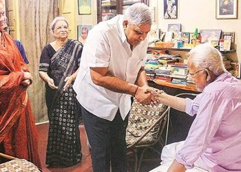 West Bengal Governor Jagdeep Dhankar at Buddhadeb Bhattacharjee's residence, Wednesday