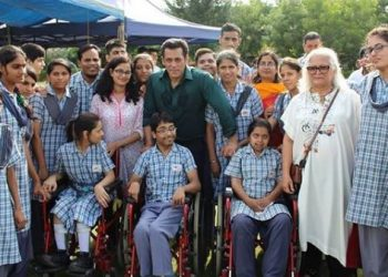 Salman, Sonakshi spend time with kids on 'Dabangg 3' set; See pics