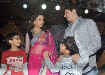 MAdhuri Dixit, Sriram Madhav Nene, Arin Nene, Raayan Nene on Jhalak Dikhhla Jaa in Mumbai on 25th Sept 2012 shown to user