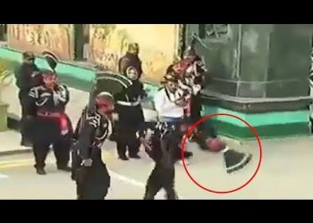 Pak soldiers' turban comes off after he loses footing at Wagah border; see viral video