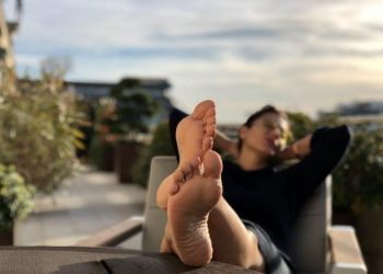 The 'De De Pyaar De' actor shared a very beautiful photo of Kajol taking a nap against the backdrop of breathtaking scenery.