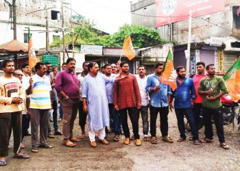 NH-49 blocked for 12 hour by BJP in Deogarh
