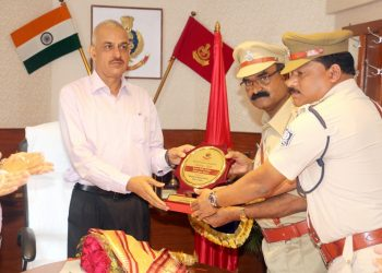 Odisha DGP RP Sharma handing over the memento and citation to officials of the Tarabha Police Station