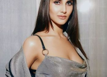 'War' actress Vaani Kapoor's latest pictures have set social media on fire; See pics