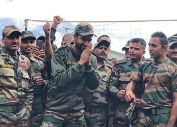 Vicky Kaushal with Indian soldiers.