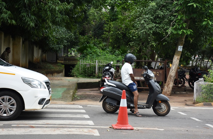 Bikers Violating traffic and road safety rules at Capital house square in Bhubaneswar  Pics; Bikash Nayak