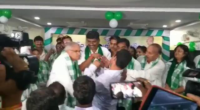 Berhampur BJD MP slaps young Congress leader