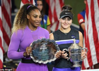 Serena Williams (L and Bianca Andreescu pose with their trophies