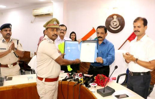 Odisha Police Wednesday felicitated special public prosecutor of Jagatsinghpur, Siba Prasad Majhi and Inspector- in-charge (IIC) of Erasama police station, Bichitrananda Sethi.