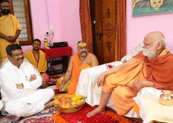 Union Petroleum Minister Dharmendra Pradhan meets Puri Shankaracharya Swami Nischalananda Saraswati