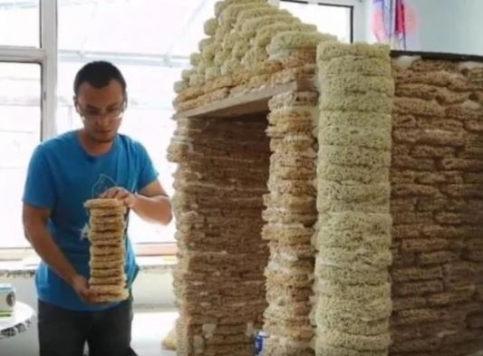 Surprising! A house made up of Noodles