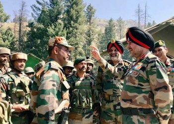 General Officer Commanding-in-Chief, (GoC-in-C) Northern Command visited the Kashmir valley today to review the prevailing security situation in the region, a Defence spokesman said.